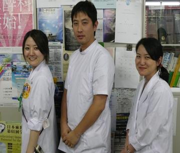 明るい雰囲気の中、日々研鑽の後期研修医